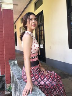 Myanmar Traditional Dress, Traditional Dresses, Model Girl Photo, Burmese Girls, Myanmar Dress Design, Sitting Girl, Myanmar Women, Cute Asian Girls, Swag Outfits