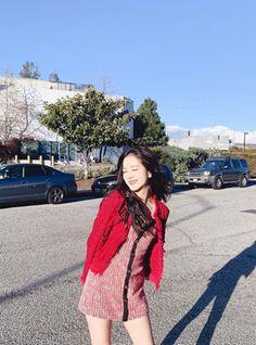 Black Pink Yes Please – BlackPink, the greatest Kpop girl group ever! Blackpink Jisoo, Yg Entertainment, South Korean Girls, Korean Girl Groups, Divas, Black Pink ジス, Popular Girl, Blackpink Photos, Jennie Blackpink