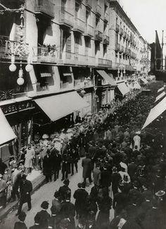 Barcelona, Carrer Ferran Divendres  Sant 1907.