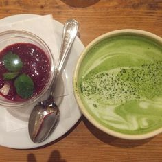 Matcha latte and chia seed pudding with raspberry coulis from @lepainquotidien Tokyo for breakfast  #lepainquotidien #chiaseedpudding #matcha #matchalatte #chia