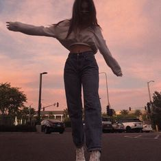 Perfect Girl Photography Poses Ideas Looks So Amaze Pic Pose, Picture Poses, Photo Poses, Photo Adolescent, Mode Outfits, Fashion Outfits, 90s Fashion, Look 80s, Shotting Photo