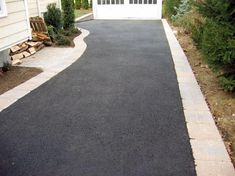 Invite guests in with the top 40 best driveway edging ideas. Explore unique border designs from brick to pavers, concrete, stone landscaping and beyond. Driveway Sealing, Diy Driveway, Brick Driveway, Asphalt Driveway, Driveway Design, Driveway Entrance, Driveway Ideas, Tarmac Driveways, Concrete Driveways