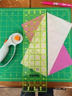 Schnitzel & Boo: Tutorial: This Way That Way Quilt {a half rectangle triangle pattern}