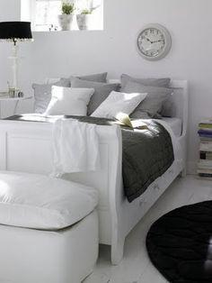 Wit interieur met grijze en paarse accenten | villa d'Esta | interieur en wonen