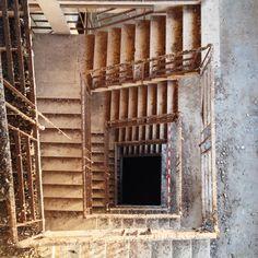 Scale che sembrano non finire mai, dentro l'ex-mangimificio Martini di Ravenna.