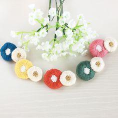 丸いお花の刺繍ブローチ