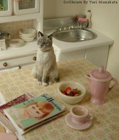 1/12 scale miniature scene created by Yuri Munakata  Cat by Kiki