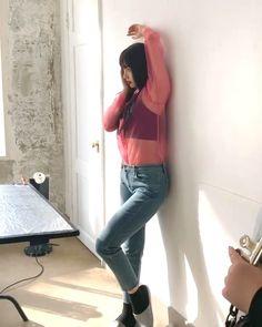 リハ中に服が捲れて白いの見えちゃうRed Velvetジョイ : Sexy K-POP Girls Red Velvet Joy, Kpop Girls, Selfie, Sexy, Selfies