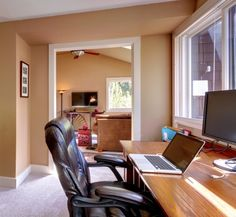 Small Businesses: Should You Rent Office Space or Work From Home #businessinbluejeans Business in Blue Jeans blog