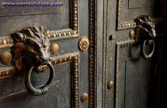 Lion door knockers, typical for English Doors.