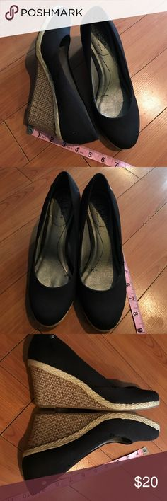 Life stride wedge pumps size 8 Life Stride wedges. Canvas wedge pump in EUC. SIZE 8 . Classic and timeless style. These benefit the Laura Ann Garcia Fund for Women in Crisis. All proceeds go toward making the holidays special for women and children fleeing abuse. SUPER COMFORTABLE Life Stride Shoes Wedges
