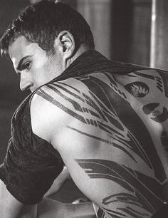 Theo James transforming into four, divergent #theojames #divergent