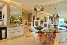 Decoração de interiores, apto de 104m² em Alphaville, SP #quitetefaria Pé da mesa em tora de madeira