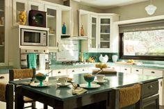 Los azulejos son un recurso de bajo costo que se puede aplicar no sólo a las paredes sino también a la mesada; además, sirven para darle color a la cocina.  /Archivo LIVING