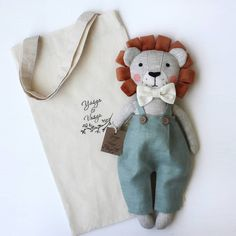 Baby Sewing Projects, Sewing Crafts, Handmade Stuffed Animals, Handmade Soft Toys, Diy Bebe, Fabric Animals, Fabric Toys, Tiny Dolls, Sewing Dolls