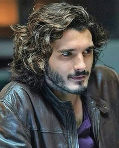 Stunning shot of Yon Gonzalez as Victor on Bajo Sospecha Cool Hairstyles For Men, Haircuts For Men, Hair And Beard Styles, Curly Hair Styles, Long Curly Hair Men, Beard Look, Grunge Hair, Medium Hair Styles, Beautiful Men