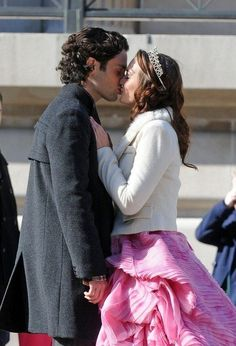 Is this really happening? DAIR? ahhh! I guess I'll have to keep my word... Humphrey #gossipgirl