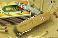 """Title: """"Memorial Explorer Damast Limited Edition 2013"""" Model: Victorinox Explorer Damast Limited Edition 2013 Photographer: www.nyttigbras.dk NB: Limited to only 7000 pieces worldwide! #memorial #jylland #danmark #explorer #wood #victorinox #inspiration #fitfam #design #model #shopping #portrait #victorinoxswissarmy #swissarmy #gadgets #travel #nofilter #art #travelling #løb #jagt # #like4like #copenhagen #sonderborg #phaseone #abstract #hunting #post #træning"""