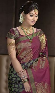 This curved neck sleeve with short hand sleeve adds beauty to the maroon kanjeeveram silk saree. It goes well with any bright maroon and green combination saree.