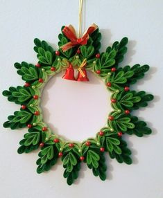 Quilling věnec Quilling věnec The post Quilling věnec appeared first on Paper Ideas. Quilling Flower Designs, Paper Quilling Patterns, Origami And Quilling, Quilled Paper Art, Quilling Paper Craft, Quilling 3d, Quilling Tutorial, Paper Crafting, Diy Quilling Christmas