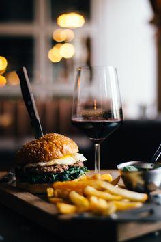 Potato Crisps, Grass Fed Beef, American Food, Royalty Free Images, Red Wine, Hamburger, Food Photography, Menu, Restaurant