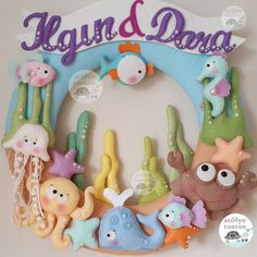 Ilgın & Dora ikizler icin modelin orjinali girassois magicos a aittir Felt Wreath, Felt Garland, Felt Ornaments, Felt Patterns, Stuffed Toys Patterns, Felt Crafts Diy, Crafts For Kids, Felt Fish, Felt Books