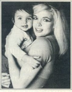 Jane Mansfield - American actress in film, theatre and television, a nightclub entertainer, a singer and a major Hollywood sex symbol of the and early with her daughter, Mariska Hargitay. Jayne Mansfield, Mariska Hargitay, Hollywood Stars, Classic Hollywood, Old Hollywood, Hollywood Glamour, Celebrity Moms, Celebrity Photos, Julie Newmar