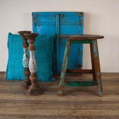 Fraaie houten kruk, hand geschilderd. Decoratieve eyecatcher met vintage look.