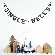 #Wordbanner Jingle bells - #Kerstmis - #Christmas Noel Christmas, Merry Little Christmas, Modern Christmas, Christmas Is Coming, Scandinavian Christmas, All Things Christmas, Winter Christmas, Christmas Crafts, Merry Christmas