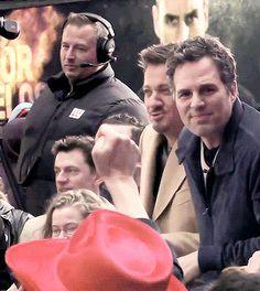Jeremy Renner and Mark Ruffalo Mark Ruffalo, Avengers Cast, Marvel Avengers, Bruce Banner, Clint Barton, Marvel Actors, Jeremy Renner, Hawkeye, The Villain