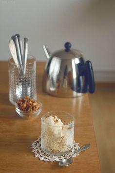 Marzipan Ice Cream With Candied Almonds / Cremiges Eis aus dem Eisbereiter mit knackigen Mandeln wie vom Jahrmarkt