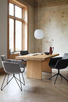 Alle Möbelstücke werden ausschließlich mit natürlichen Ölen behandelt. (Foto: Team 7) #team7 #naturholz #möbel #nachhaltigkeit #adgermany Nachhaltiges Design, Shop Interiors, My Dream Home, Office Desk, Corner Desk, Furniture, Inspiration, Home Decor, Upcycling