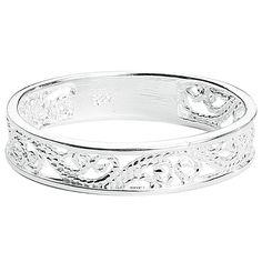 Die #Elben aus dem Klassiker Herr der Ringe würden beim Anblick des Ringes #Elfish Lines noch mehr erblassen. Der wunderschöne #Ring wird von zauberhaften #Ornamenten geziert, die in zarten Linien um deinen Finger verlaufen. Der Ring glänzt sanft und zeigt sich mit schönem Antik-Effekt. #fingerring #schmuck #accessoires #empstyle