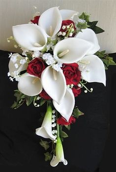 Off White Calla Lilien und rote Rosen Akzente Cascade Bouquet Small Off White Real Touch Calla Lilies with red Roses and Fillers Silk Wedding Bouquet Calla Lily Bouquet, Cascade Bouquet, Calla Lillies, Rose Bouquet, Silk Wedding Bouquets, Bride Bouquets, Floral Bouquets, Prom Flowers, Bridal Flowers