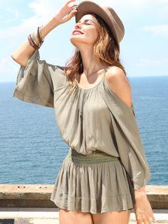 Модная блуза цвета хаки с баской с кружевной вставкой с открытыми плечами