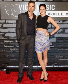 Theo James and Shailene Woodley at the VMAs for the Divergent trailer release - sadly no individual Theo pic.he's too unknown for people right now :( but just you wait ; Theo James, Theodore James, Divergent Movie, Divergent Insurgent Allegiant, Divergent Fandom, Perfect People, Pretty People, Beautiful People, Nice People