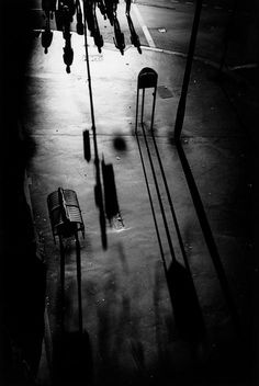 Trent Parke. AUSTRALIA. Sydney. Surry Hills. Long shadows of workers and commuters heading towards Central Station on Eddy Avenue after work. From Dream/Life series. 1998. Magnum Photos