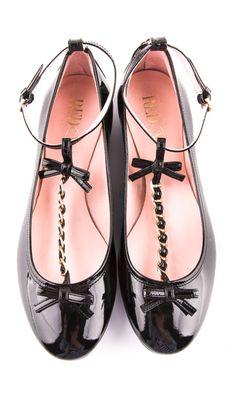 É muito bonequinha!!!  É muito fofo!!! Super princesinha!!! Quase infantil... Mas desculpa, eu amei  rsrs Bow flats #sapato #shoes #chaussures