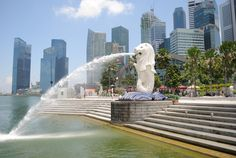 Singapore is located in Southeast Asia and only 137 km north of equator. It has more than 63 islands and it is a city-country, and the only one in the world, which is an island itself. Top Travel Destinations, Holiday Destinations, Travel Tips, Merlion Singapore, Wonderful Places, Beautiful Places, Singapore Travel, Singapore Singapore, Island Nations