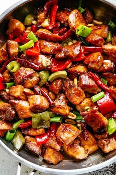 Kung Pao Chicken is a highly addictive stir-fried chicken with the perfect combination of salty, sweet and spicy flavour! Make Kung Pao Chicken better than Chinese take out right at home! With crisp-tender, mouthwatering chicken pieces One Pot Meals, Easy Meals, Asian Recipes, Healthy Recipes, Delicious Recipes, Healthy Chinese Recipes, Cafe Delites, Asian Cooking, Baked Chicken