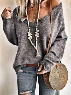 Boho-chic style, bohemian sweater, hippie bags, boho jewelry Source by mookyboutique boho Bohemian Mode, Bohemian Style Clothing, Hippie Bohemian, Gypsy Style, Boho Gypsy, Hippie Style, Jeans Casual, Casual Sweaters, Boho Sweaters