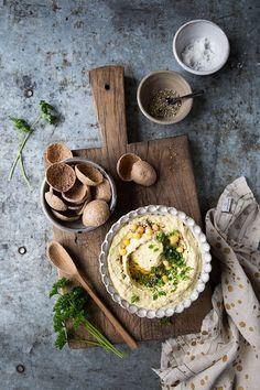 Food Photography and Food Styling - Yellow pea hummus with rapeseed oil :: Sonja Dahlgren/Dagmar's Kitchen Rustic Food Photography, Food Photography Styling, Food Styling, Photography Jobs, Photography Lighting, Menue Design, Creative Food, Creative Ideas, Chutney