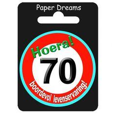 Button 70 jaar verkeersbord. Button 70 jaar, boordevol levenservaring. Verjaardags button voor een 70e verjaardag.