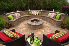 Cozy Outdoor Fire Pit Seating Design Ideas for Backyard One of the wonderful things about a backyard, is that you get to create your own oasis and enjoy it all year round, especially if you have a beautiful fire pit… Continue Reading → Fire Pit Seating, Fire Pit Area, Backyard Seating, Wall Seating, Backyard Patio Designs, Fire Pit Backyard, Outdoor Seating, Outdoor Decor, Seating Areas