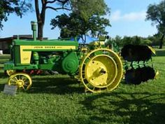JOHN DEERE 720 on steel wheels