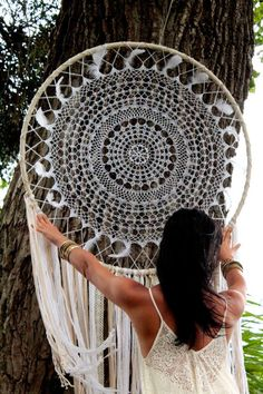 This great dream catcher is a nice explanation of boho style. I like these dream catchers for the modern design and the bohemian feeling. Get this dream eye-catching wall hanging as your boho w Grand Dream Catcher, Big Dream Catchers, Large Dream Catcher, Dream Catcher Boho, Doily Dream Catchers, Dream Catcher Wedding, Dream Catcher Decor, Dream Catcher Mobile, Los Dreamcatchers