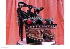 OMFG. Since I've been pinning shoes nonstop, I thought I'd look for something ridiculous........spike monster. Wow!!!!