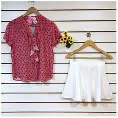 Um look simplesmente lindo e doce! E sim, na estampa dessa blusa são pequenos cocos! 🌴🥥