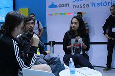 A jornalista Fabiane Pereira batendo um papo com Bruno e Raquel da DarkSideBooks