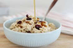 How to Make Basic Overnight Oats - Super Healthy Kids Basic Overnight Oats Recipe, Overnight Oatmeal, Healthy Food Options, Healthy Meals, Healthy Recipes, Oats Recipes, Snack Recipes, Dried Raisins, Oat Groats